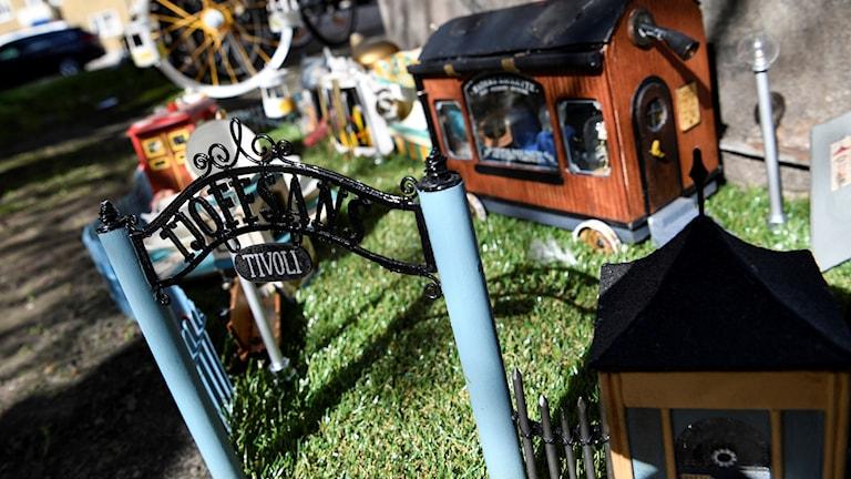 Miniatyrkonstverket Tjoffsans tivoli tog plats bakom ett elskåp på Södra Förstadsgatan i Malmö. Foto: Johan Nilsson/TT