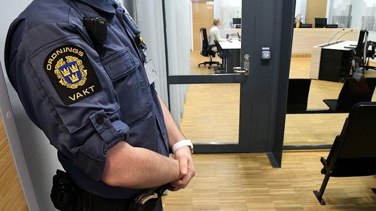 Ordningsvakt under häktningsförhandling i Malmö tingsrätt