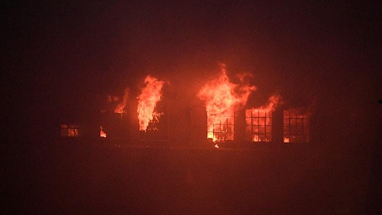 Brand i en industrilokal i Västra hamnen i Malmö på söndagskvällen.