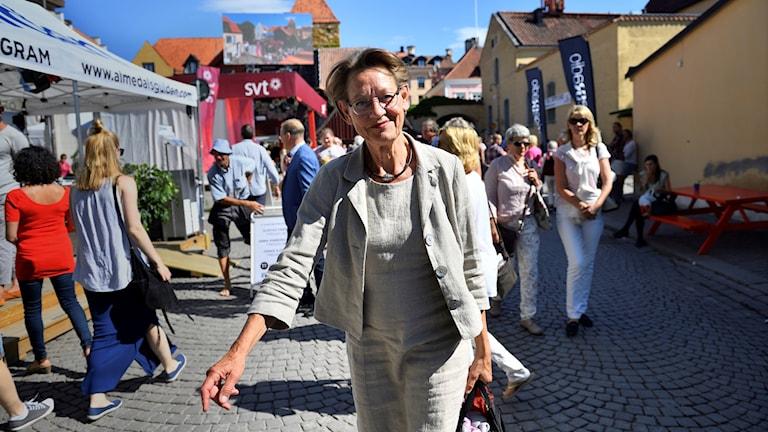 Kvinna på gata.