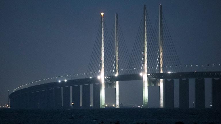 Öresundsbrons pyloner har blivit en stor adventsljusstake. Foto: Johan Nilsson/TT.
