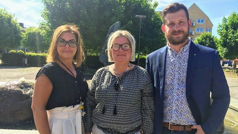 Jessika Nilsson, enhetschef på Barn och familj, Annelie Börjesdotter, förvaltningschef på socialförvaltningen, och Andreas Mårtensson, rektor på Centralskolan, i Perstorp.