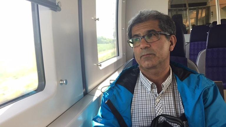 Aras Salih gläds varje dag över att gå till sitt jobb trots de många tunga historierna han får höra patienterna berätta.