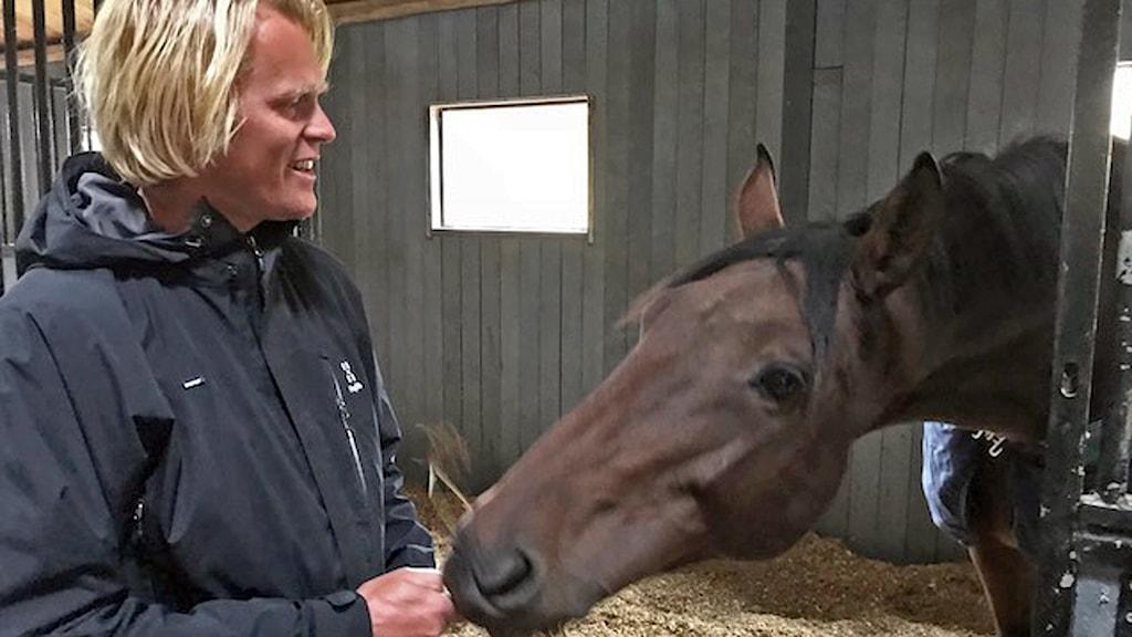 Fredrik Jönsson och hästen Luckie.