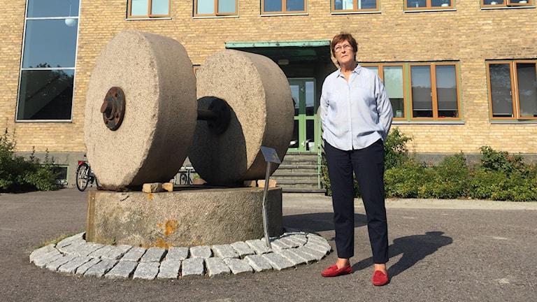Karin Lyberg önskar att de hade rivit den gamla kontorsbyggnaden och istället bevarat andra delar av fabriken där arbetarna slet i så många år. Foto: Anna Landelius