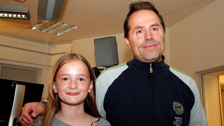 10-åriga tennisspelaren Albiona Gashi i Malmö och hennes pappa Bekim. Foto: Hans Zillén/Sveriges Radio.