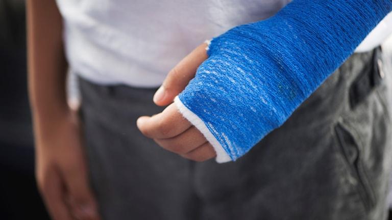 Under årets första tio veckor skadade sig 17 procent fler i skidolyckor, jämfört med förra året.