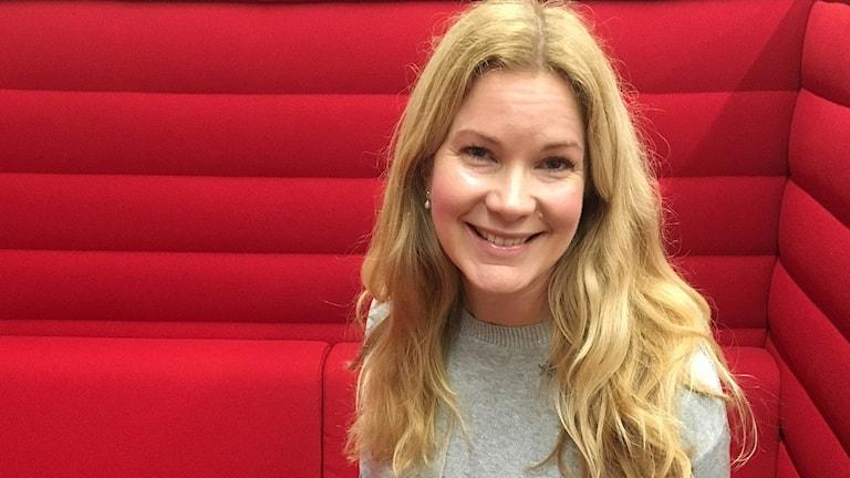 Malin Gavelin, hälsoredaktör på Hemmets Journal som startat ny hälsopodd för kvinnor över 50. Foto: Özgür Karlidag/Sveriges Radio.