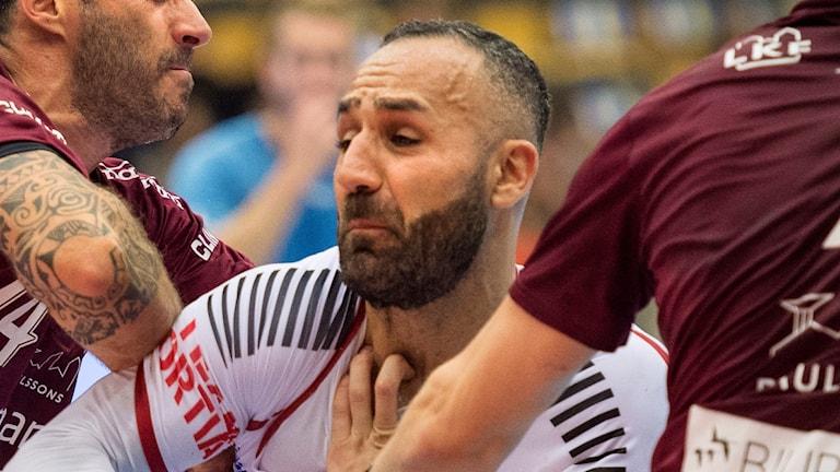 Binai Aziz, HK Malmö krokas upp i matchen mot Lugi.