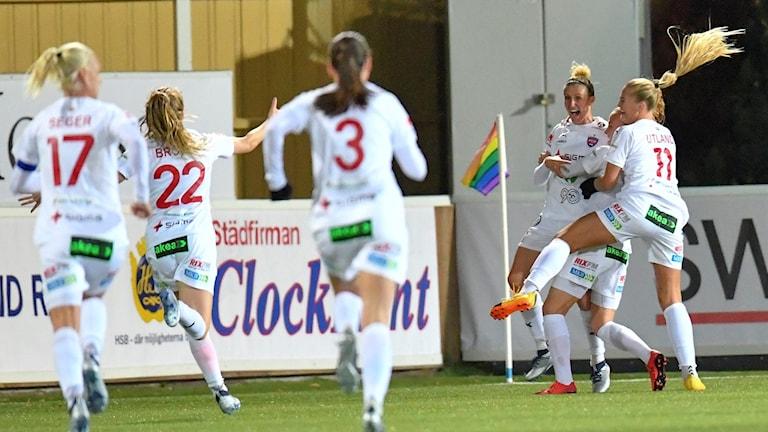 FC Rosengård jublar efter Anja Mittags 1-0-mål mot Piteå. Foto: Johan Nilsson/TT.