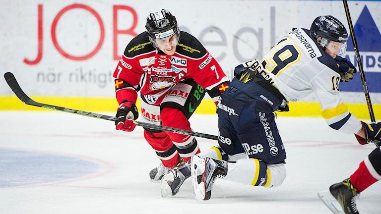 Malmö Redhawks Nils Andersson mot HV71 Erik Andersson i SHL match mellan Malmö Redhawks och HV71 i Malmö Arena.