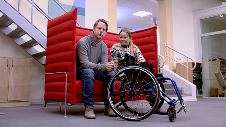 Daniel Persson och Anna Landelius drar sitt strå till stacken för årets tema.