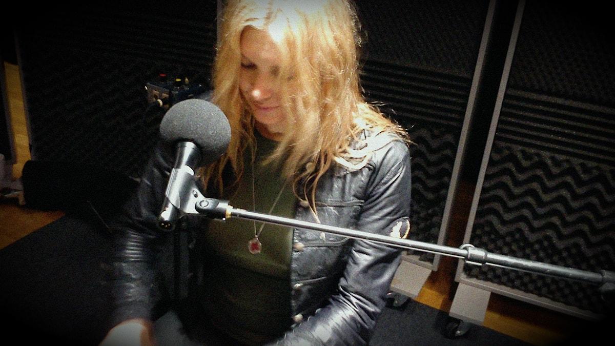 Ellinor Asp fångad mitt under inspelning.