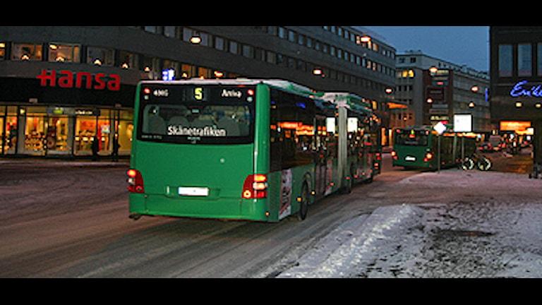 Snön över Skåne har skapat stora problem för stadsbussarna, framför allt i Malmö och Helsingborg. Foto: Karin Olsson-Bendix/SR