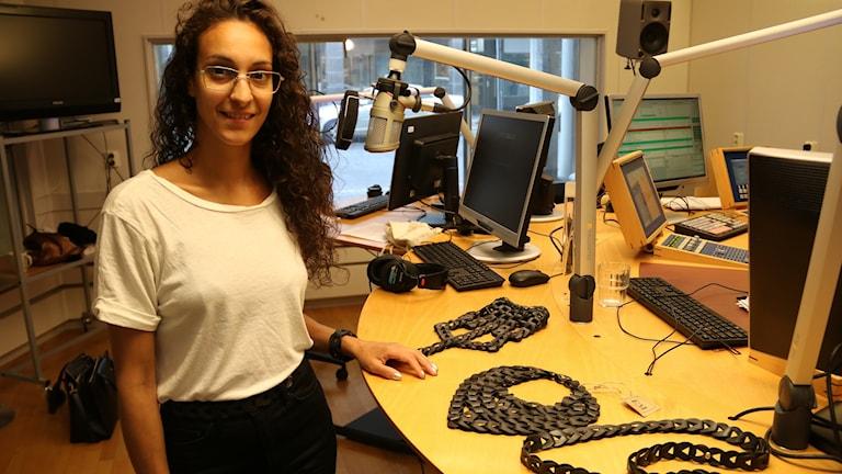 Frida Martinsson , designer som jobbar med innerslang från cykeldäck.