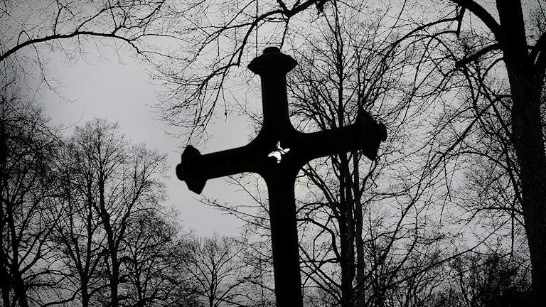 Kors på kyrkogård. Arkivbild.