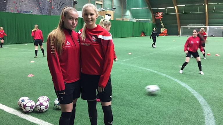 Matilda Abamo och Rebecka Söholt. De går i trean, respektive ettan, på idrottsgymnasiet i Malmö.
