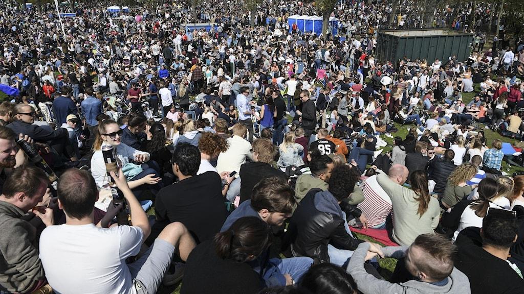 Massor av folk samlade i Stadsparken i Lund