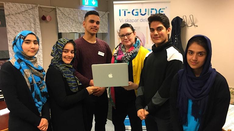 It-guiderna som hjälper seniorerna i Hörby.