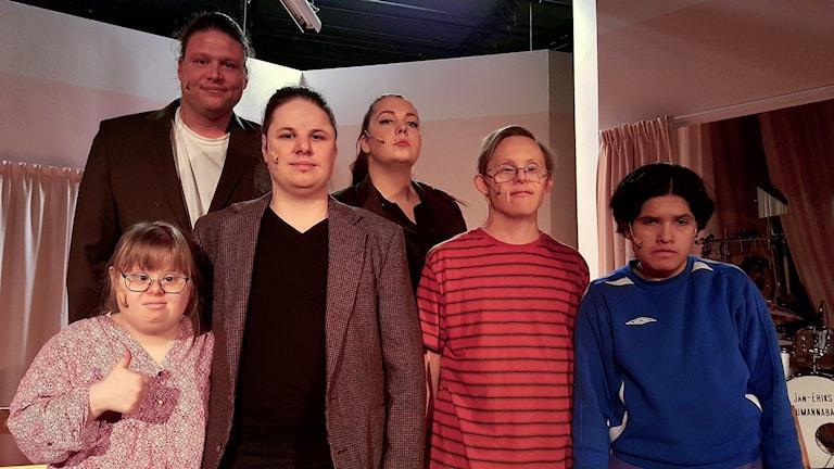 På den bakre raden syns Ronnie Larsson Therese Kvist. På den främre Främre raden: Frida Schriver, Dennis Nilsson, Niclas Lendemar och Frida Andersson