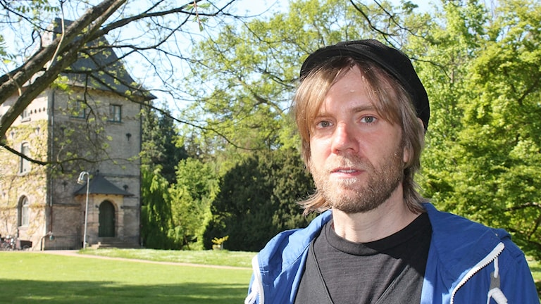 Gunnar Cerwén, doktorand vid SLU i Alnarp som studerar ljudmiljöer och tysta områden i Skåne. Foto: Malin Thelin/Sveriges Radio.