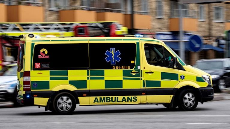 Ambulans under utryckning i Malmö. Foto: Johan Nilsson/TT