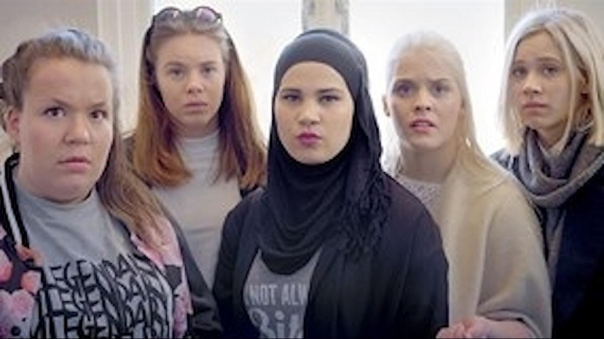 Tjejgänget i den norska tv-serien Skam med Sana i mitten.