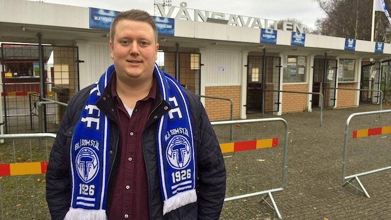 Emil Wihlborg, aktiv i Trelleborgs supporterförening True Blues. Foto: Dimitri Lennartsson/Sveriges Radio.