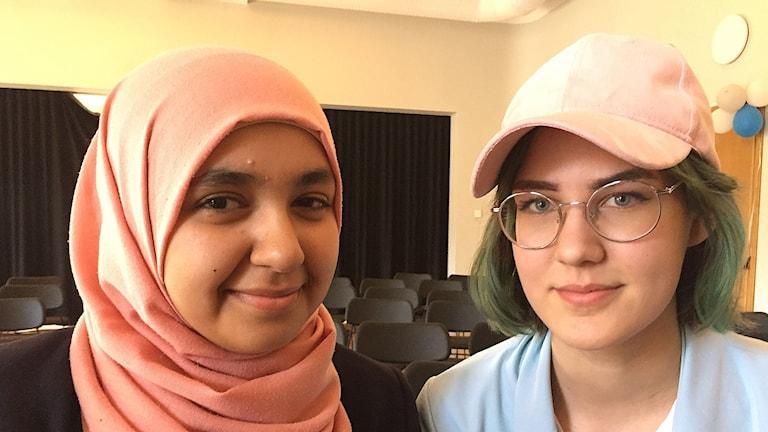 zahraa Mohsen och Michelle Aldén Israelsson tyckte det var intressant både att se och höra politikerna som deltog i samtalet.
