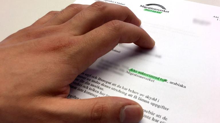 Få auktoriserade tolkar på Migrationsverket. På bilden ett beslut om tolk från Migrationsverket. Foto: Anna Landelius/Sveriges Radio