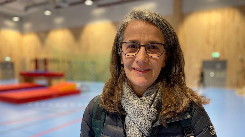 Patricia Bertarini i en idrottshall där folkomröstning ska hållas
