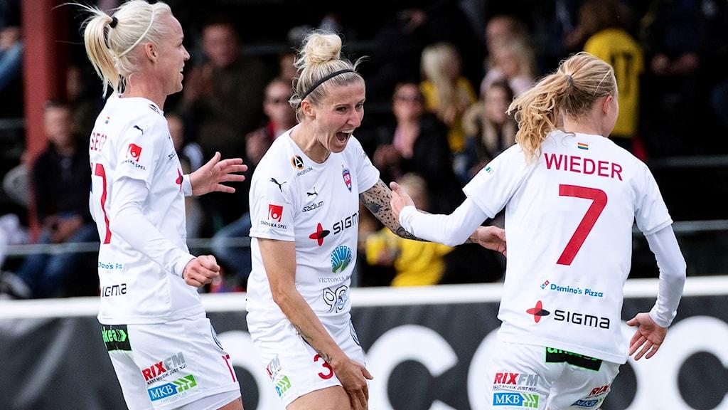 Rosengårds Anja Mittag (mitten) jublar.