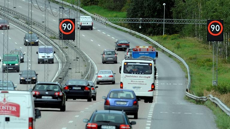 Hastigheten sänks från 90 till 80 på många vägar.