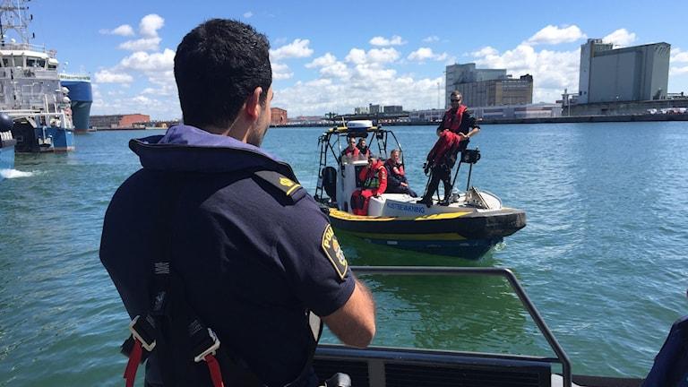 Ett tjugotal poliser och kustbevakare deltog i insatsen Operation Gränslös i veckan. Foto: Daniel Persson/Sveriges Radio