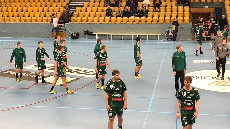 Deppigt i OV Helsingborg efter förlust i den viktiga matchen hemma mot Ricoh. Foto. Peter Ekholm/Sveriges Radio.