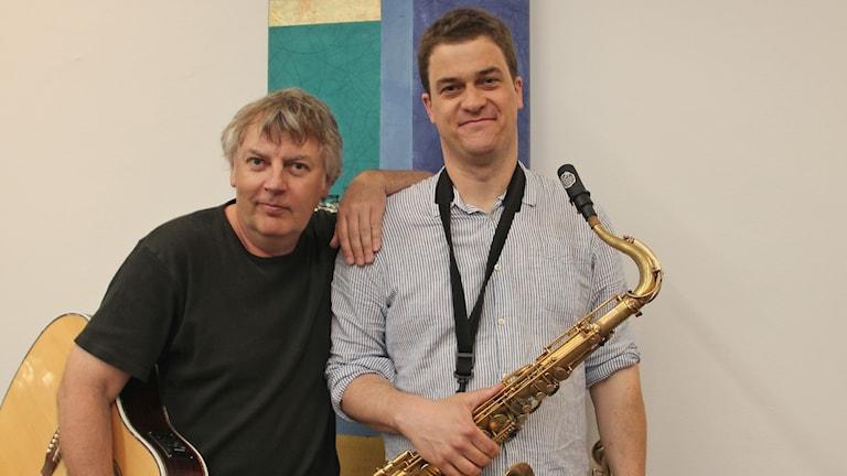 Lars Brundin och Eskil Fagerström med saxofon och gitarr.