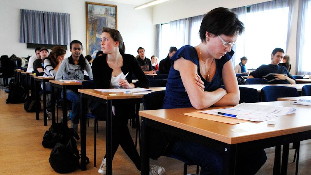 En skolsal full med folks som skriver högskoleprovet. Arkivfoto: Lars Pehrson/Scanpix.