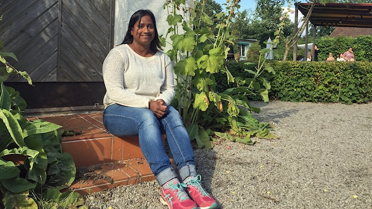 Geeta Karlsson är en av dem som talar vid läger i Backåkra för unga anhöriga till alzheimersjuka. Foto: Elinor Strand/Sveriges Radio.