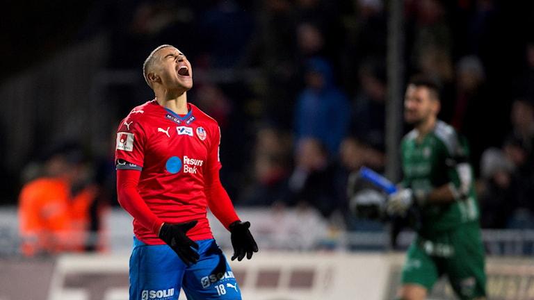 Jordan Larsson vrålar ut sin frustration