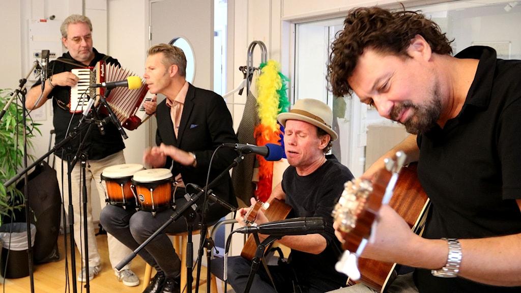 Bo Kaspers Orkester i P4 Malmöhus morgonstudio. Foto: Dimitri Lennartsson/Sveriges Radio.