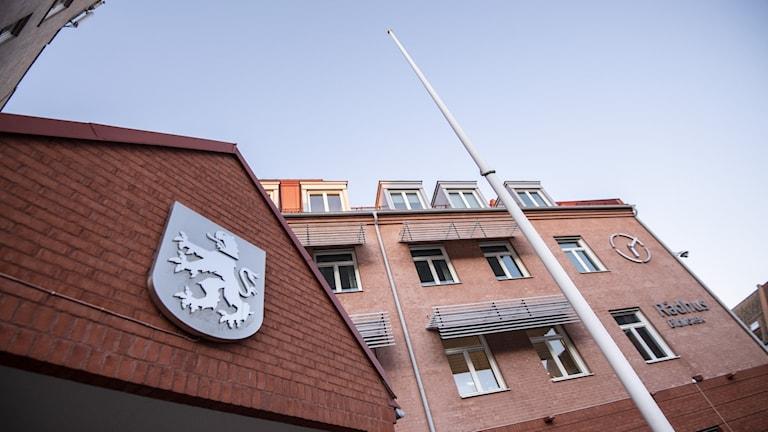 Bilden visar rådhuset och biblioteket i centrala Staffanstorp. Foto: Johan Nilsson/TT.