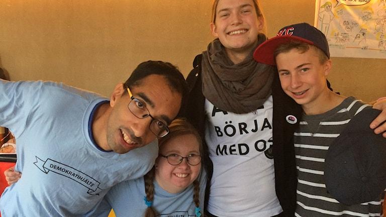 Jakob Sandqvist, Iris Ekholm, demokratihjältar, med Oliver Karlsson, projektledare och Oskar Sjöstrand, elev från Vipeholmsskolan i Lund.