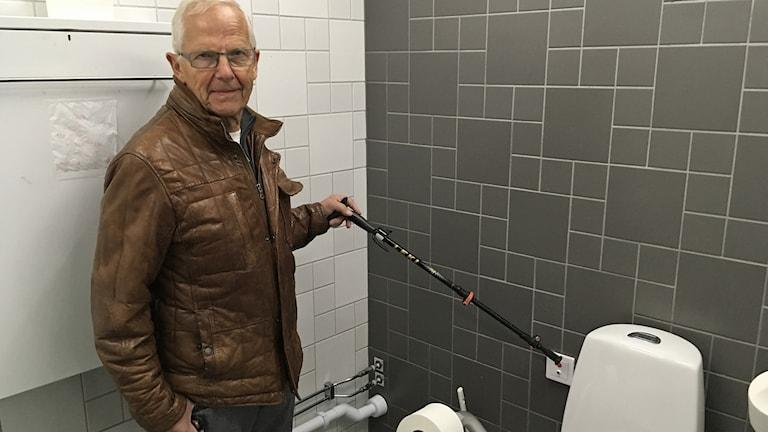 Kristjan Gislason, på Carolis ena toalett