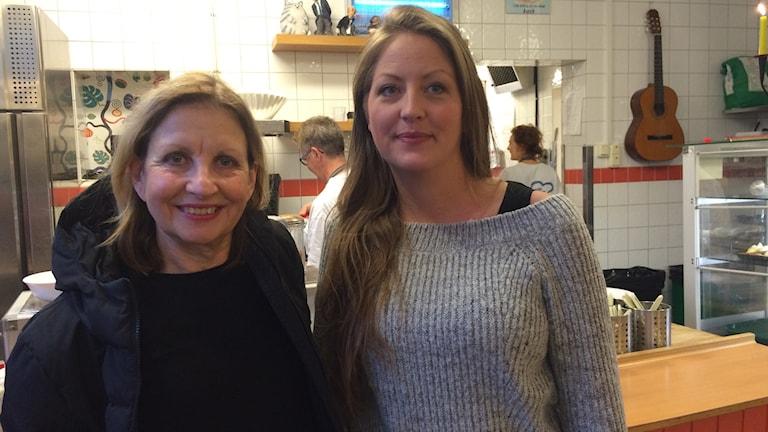 Birthe Wallin och Matilda Jägrden på Café David i Malmö.
