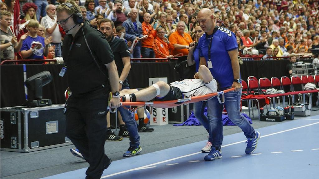 ARKIVBILD: Joacim Ernstsson ut på bår i maj 2014. Foto:Drago Prulovic/ TT