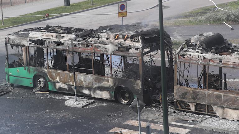Den utbrända gasbussen i Malmö. Foto: Andreas Hillergren/TT.