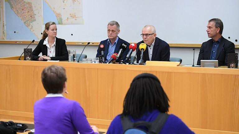 Kommunala chefer i Lomma under pressträff: Amelie Gustafsson, Jan Solmér, Martin Persson och Svenjohan Davidson. Foto: Johan Nilsson/TT