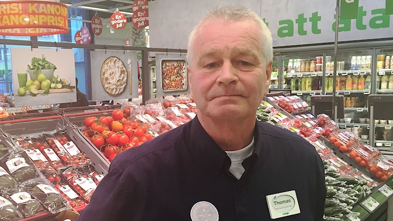 Tomas Ekholm i butik.