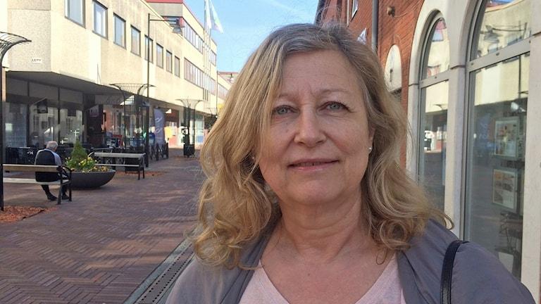 Ann-Charlotte Olofsson i Skurup har en vuxen son med cp-skada. Foto: Evelina Olsson/Sveriges Radio.
