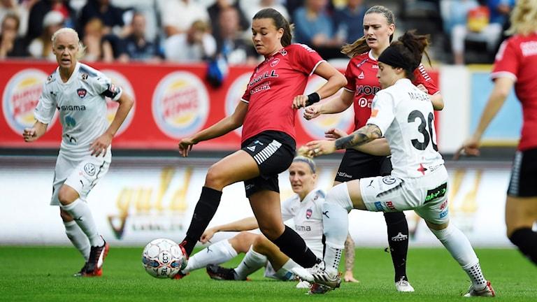 LB 07:s tvåmålsskytt Anna Welin, här i derbyt mot FC Rosengård. Foto: Björn Lindgren/TT.